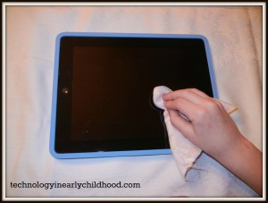 clean ipad with soft cotton cloth